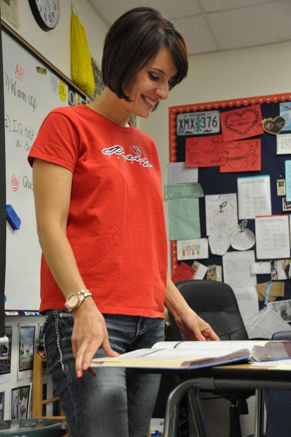 Jocelyn Dolan teaching her sophomore English class.