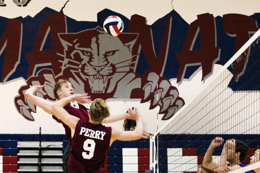 Boys volleyball hosts playoff game against Mountain View