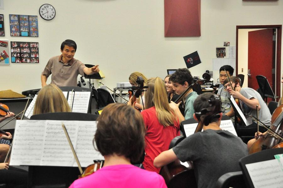 Dr. Alex Zheng conducts the 1st hour chamber orchestra class. Perry orchestras continue to prepare for various competitions and performances.