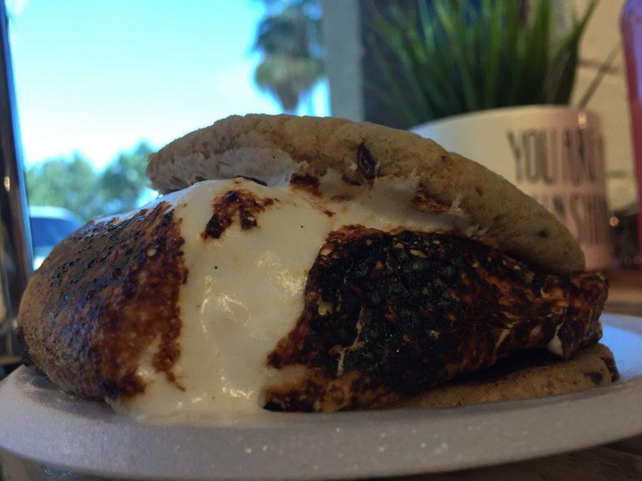 Marshmallow cookie sandwich from Fluff It