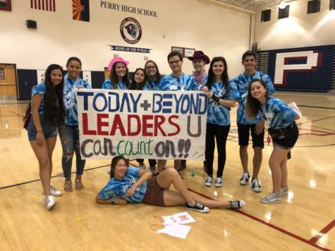 Link Crew holds a banner at freshmen orientation, familiarizing the freshmen with the campus.