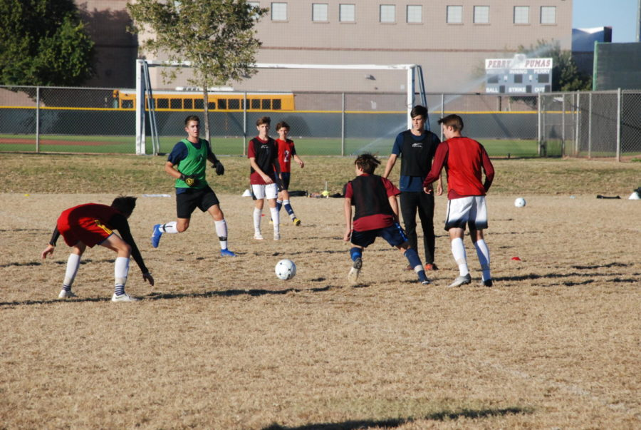 Varsity+soccer+practices+in+a+scrimmage+against+one+another+to+prepare+to+the+kick-off+game+Dec.+1.+