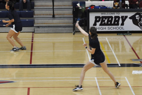 Badminton wins at state semi finals, will face Huskies for title tonight