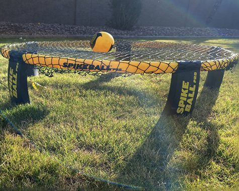 The  equipment used to play spikeball.